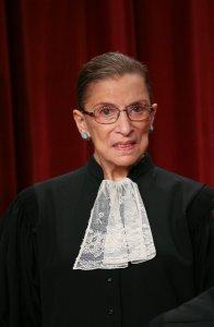 Jueza Ruth Bader Ginsburg se recupera de operación al corazón