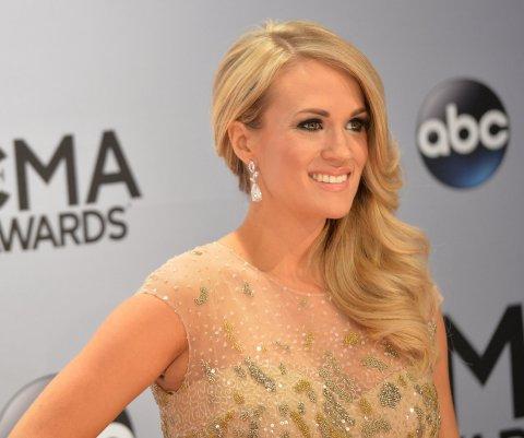 Carrie Underwood anuncia nacimiento de su primer hijo
