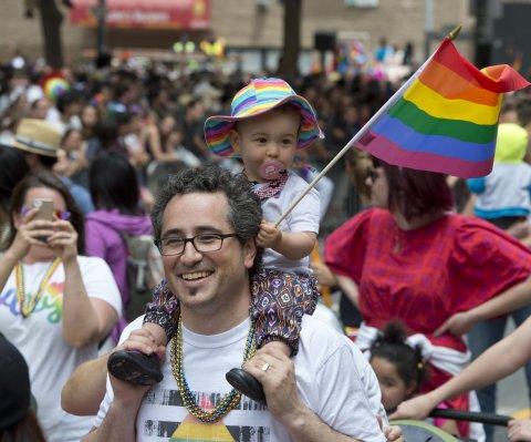 Ordenan a funcionaria de Kentucky a emitir permisos para matrimonios homosexuales