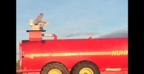 Granjero de Ontario pone un inodoro en el tope de un tanque de estiércol