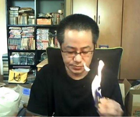 Cámara capta y transmite en vivo incendio en apartamento de un experto en videojuegos
