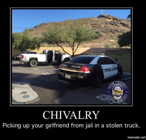 Hombre de Arizona intentó recoger de la cárcel a su novia en camión robado