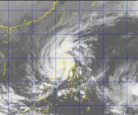 Tifón Melor ha dejado al menos dos muertos en su paso por Filipinas