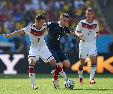 Suspenden amistoso Alemania-Holanda por objeto sospechoso cerca del estadio