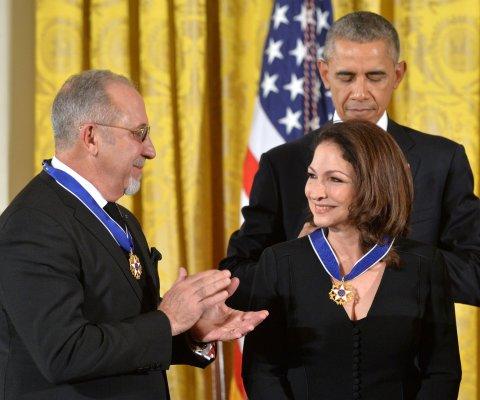 Gloria y Emilio Estefan recibieron la Medalla de la Libertad de Estados Unidos