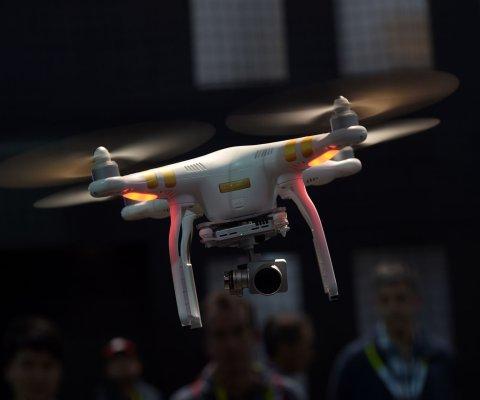 Hombre de Australia es multado por 9.000 dólares por usar drone para envíos