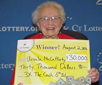 Abuela de Connecticut utilizará premio de lotería de $30.000 en teléfono 'decente'