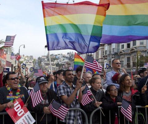 Arrestan por desacato a funcionaria que se niega a casar parejas homosexuales