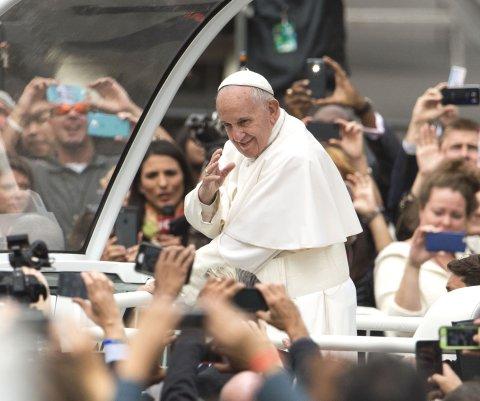 #PopeBars: Usuarios de internet imaginaron al Papa Francisco recitando letras de rap