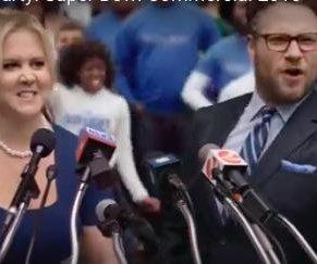 Amy Schumer y Seth Rogen promocionan Bud Light en anuncio del Super Bowl