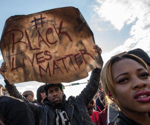 Jurado acusa a seis policías de Baltimore por muerte de Freddie Gray