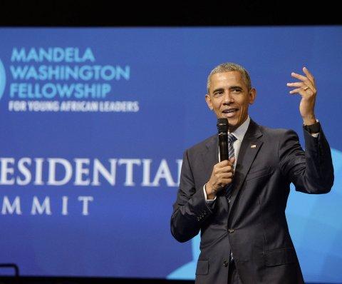 Obama pide a jóvenes líderes africanos olvidar 'tontas tradiciones'