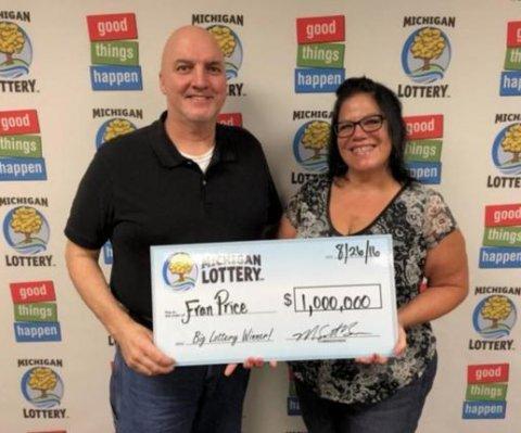 Ganadora de $1M en lotería: 'Mis rodillas se doblaron y caí al suelo'
