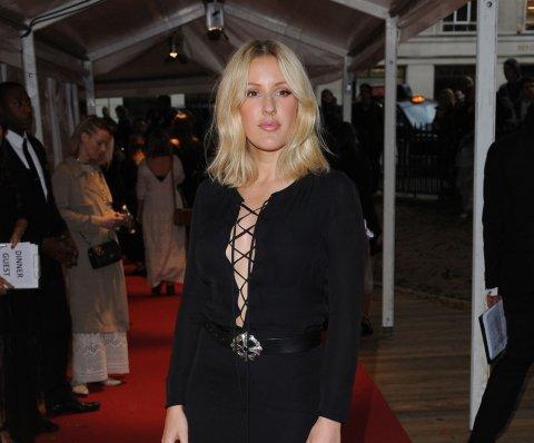 Ellie Goulding insinúa su participación en nuevo tema de 'Spectre'