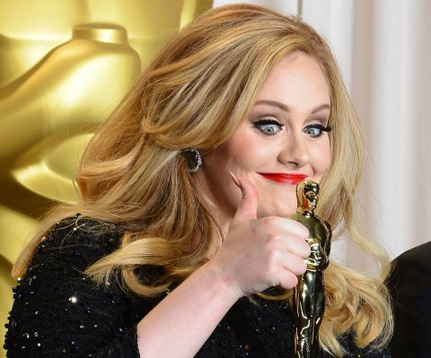 Adele interpreta 'Hello' con Jimmy Fallom y The Roots