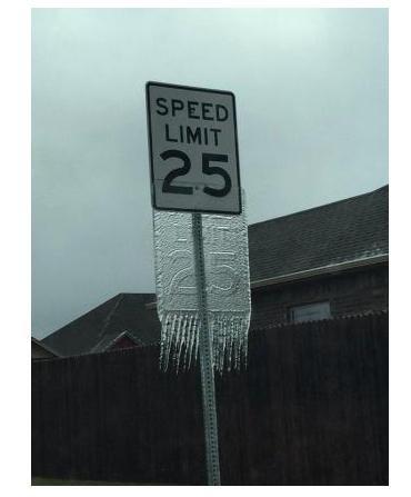 Tormenta en Oklahoma hizo letrero de 'Límite de velocidad' en hielo