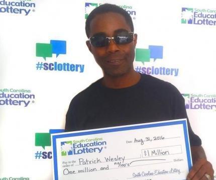 Hombre dice que grito durante el trabajo cuando ganó $1M en lotería