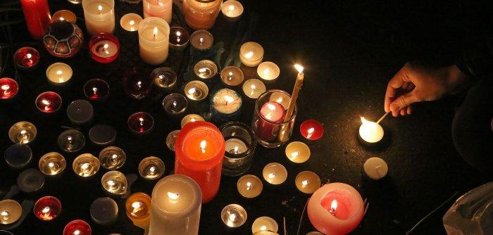 París recuerda a las víctimas del terrorismo