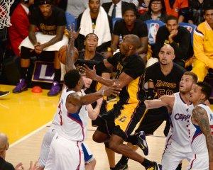 Kobe Bryant logra marca histórica en triunfo de los Lakers