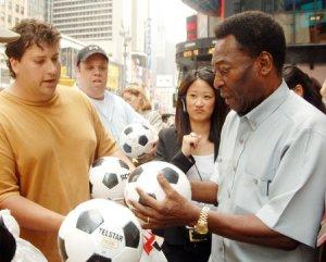 Leyenda del fútbol Pelé se encuentra hospitalizado