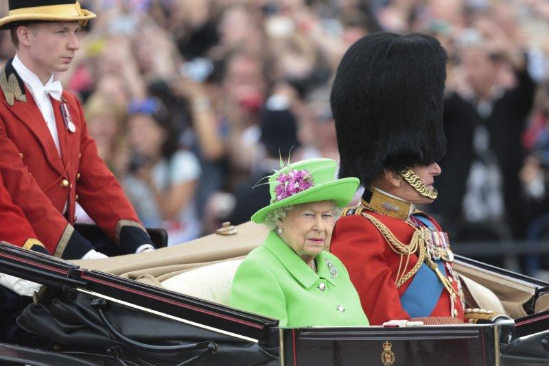 La reina Isabel lanzó su primer mensaje de Pascua en audio el sábado para abordar la lucha de Gran Bretaña contra la pandemia de coronavirus. Foto de archivo por Hugo Philpott / UPI
