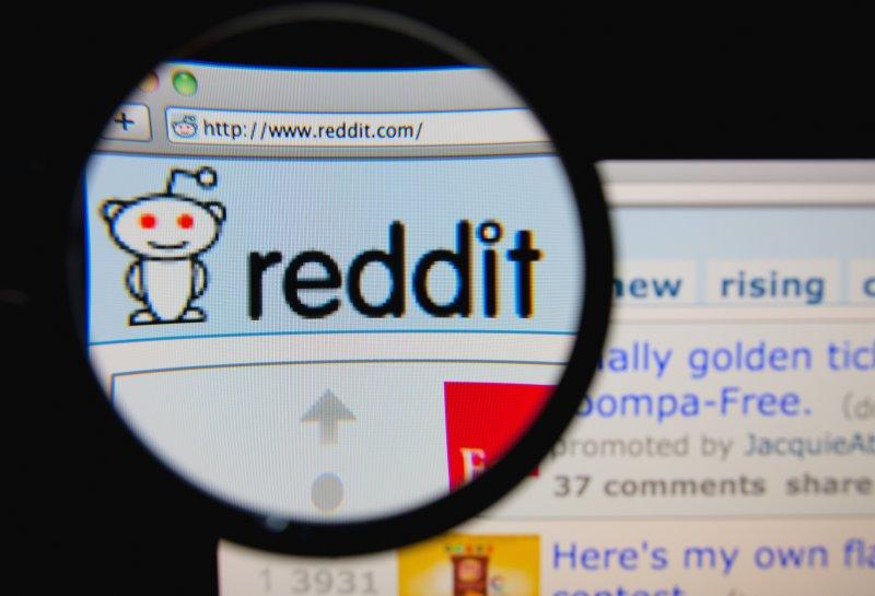 Reddit tiene más de 8.300 comunidades activas. Algunos 300 tableros de mensajes que se enfocaban en temas particulares, llamados subreddits, cerraron el jueves en protesta a un despido reciente. La Presidente de Reddit Ellen Pao, pidió perdón por el escándalo. Imagen por Gil C/Shutterstock.