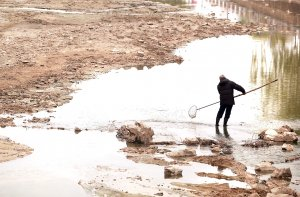Chinese man hopes to catch fish in Beijing