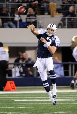 Dallas Cowboys quarterback Jon Kitna throws against the New Orleans Saints