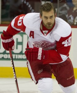 Red Wings Zetterberg Skates During Warm Ups in Denver