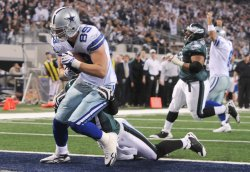 Cowboys John Phillips scores a touchdown against the Eagles