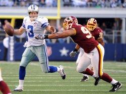 Cowboys Jon Kitna scrambles as Redskins Lorenzo Alexander gives chase