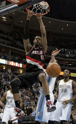 Trailblazers Aldridge Dunks in Denver