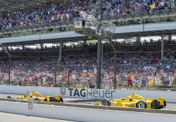 HUNTER-REAY NOSES OUT CASTRONEVES