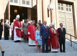 PRESIDENT BUSH AND JUDGE ROBERTS ATTEND RED MASS