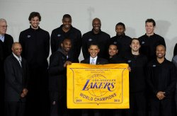 Obama honors LA Lakers in Washington