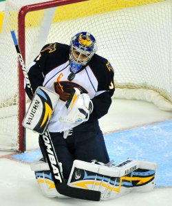 Thrashers goalie Ondrej Pavelec stops a shot in Washington