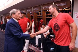 Baseball Commissioner Bud Selig pays visit to St. Louis
