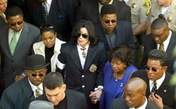 JACKSON FAMILY DEPARTS SANTA MARIA COURTHOUSE WITH FAMILY MEMBERS