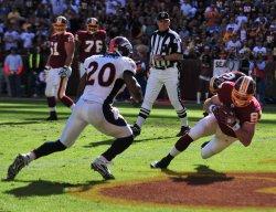 Washington Redskins Todd Yoder scores in Washington