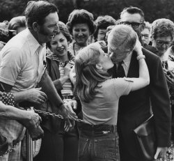 Amy Carter gives her father Jimmy Carter a big goodbye kiss