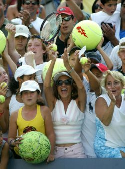FANS CHEER AGASSI AT US OPEN