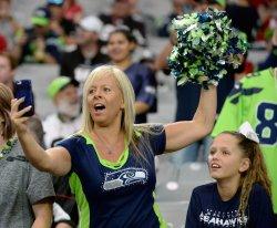 Seahawks' fan multitasks
