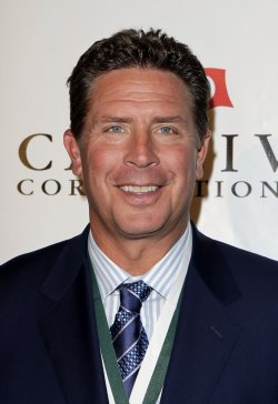 Dan Marino at the Buoniconti Fund Dinner to Cure Paralysis at the Waldorf Astoria in New York