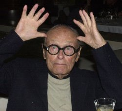 ARCHITECT PHILIP JOHNSON DIES AT THE AGE OF 98