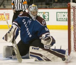 Avalanche Goalie Anderson Stops Capitols Shot in Denver