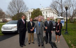 BUSH MEETS WITH US AUTO MAKERS TO DISCUSS ALTERNATIVE FUELS IN WASHINGTON