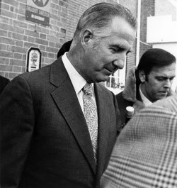 Spiro Agnew leaves a court hearing
