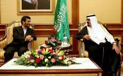 Iran's President Mahmoud Ahmadinejad meets Saudi King Abdullah bin Abdul Aziz