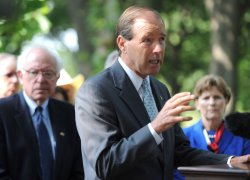 Sen. Tom Udall (D-NM) speaks at a dairy farming press conference in washington