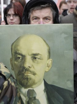 Russian communists celebrate the anniversary of 1917 revolution